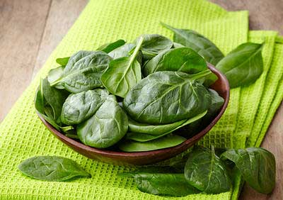 spinach is one of superfoods to build your muscles