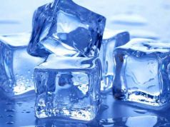 smooth-the-skin-with-ice-cubes