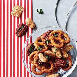 sweet spicy nut pretzel mix