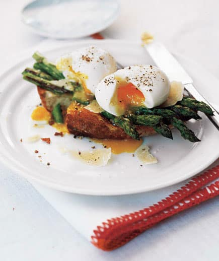Asparagus and Soft Eggs on Toast, low calorie breakfast