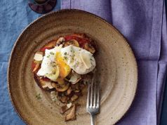 Poached Eggs With Mushrooms low calorie breakfast