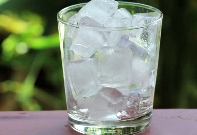 ice cube Home Remedies To Keep Eyes