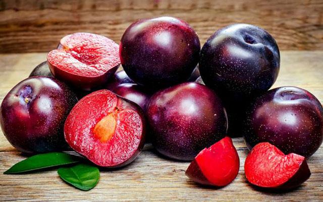 Black plum nutrition